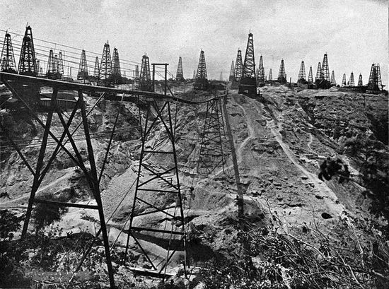 Oil wells in Yenangyaung during the early 1900s.